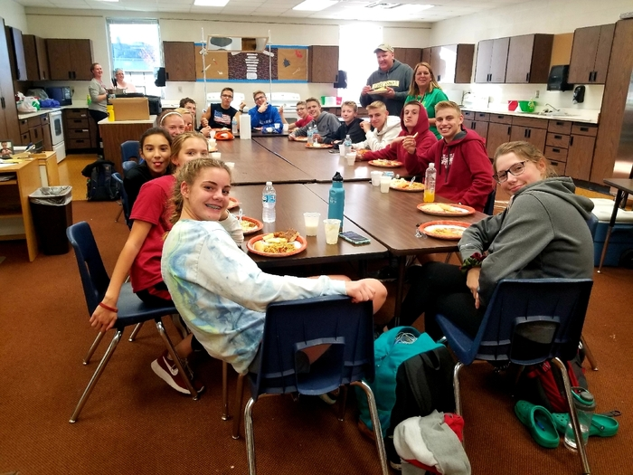 XC Spaghetti Feed Team Dinner! Carbin' UP and race ready for sections on Thursday! Good luck boys & girls! Go CARDINALS