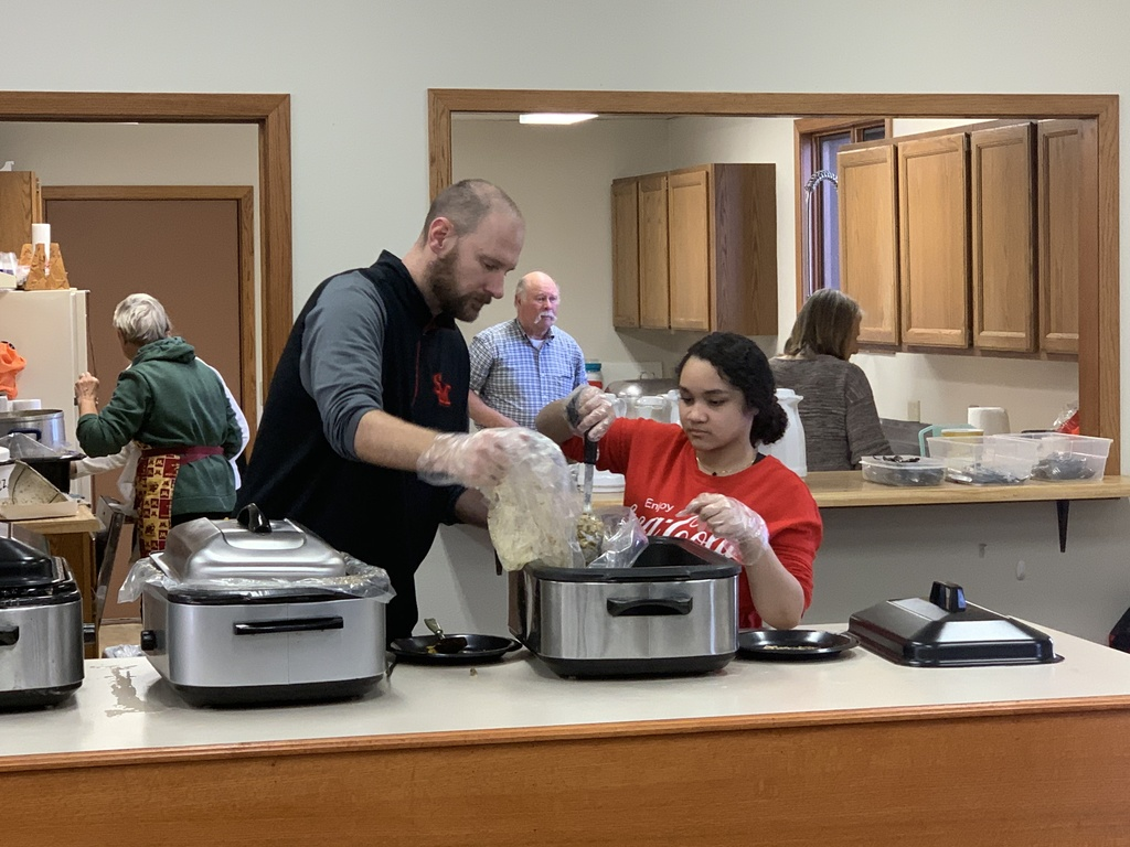 Middle School students serve at the Scandia Valley Lions' Thanksgiving Dinner