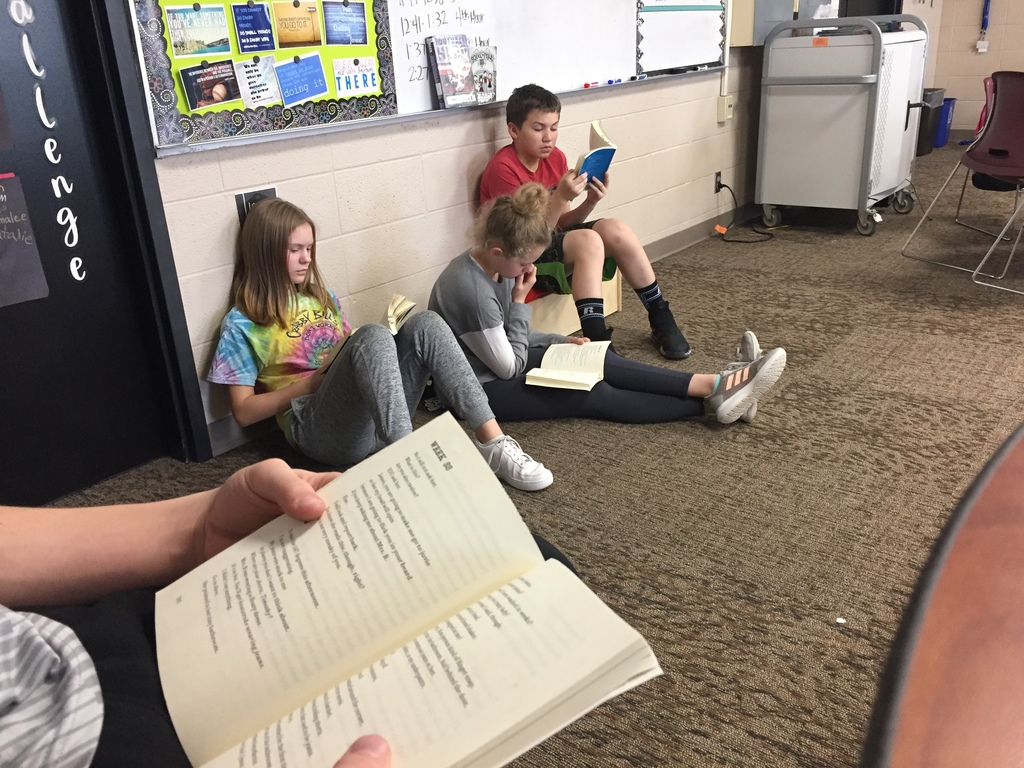 Ms. Dano's 6th grade class does a reading workshop